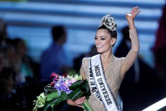 Miss-South-Africa-Demi-Leigh-Nel-Peters-is-crowned-Miss-Universe-2017-630x420